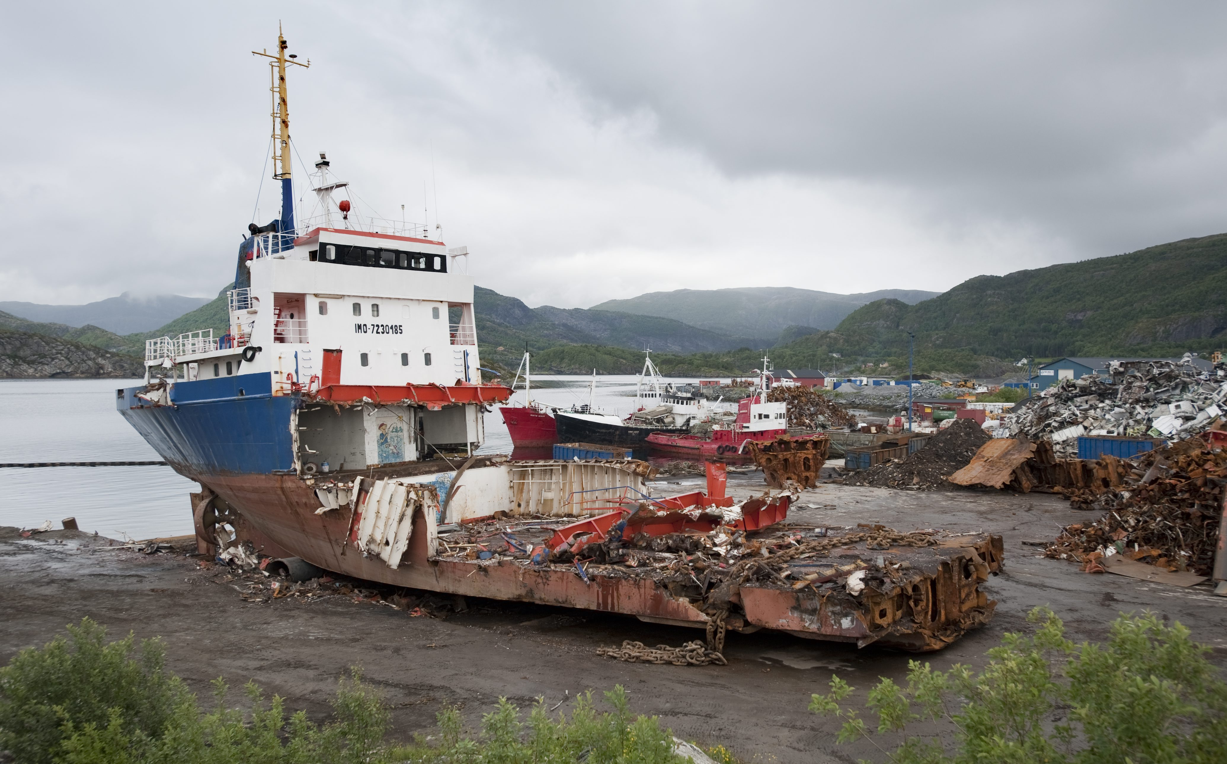 The photo shows a ship being demolished at Fosen Gjenvinning AS in Norway.